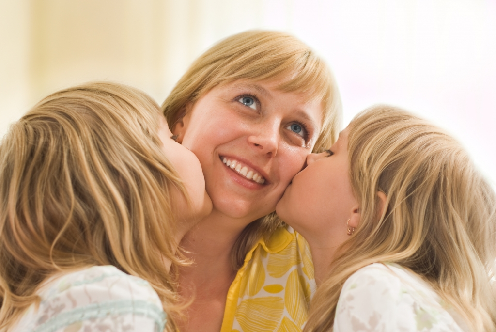 daughters kissing his mom